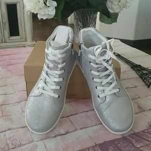 Ugg Sneakers sz 6 Youth